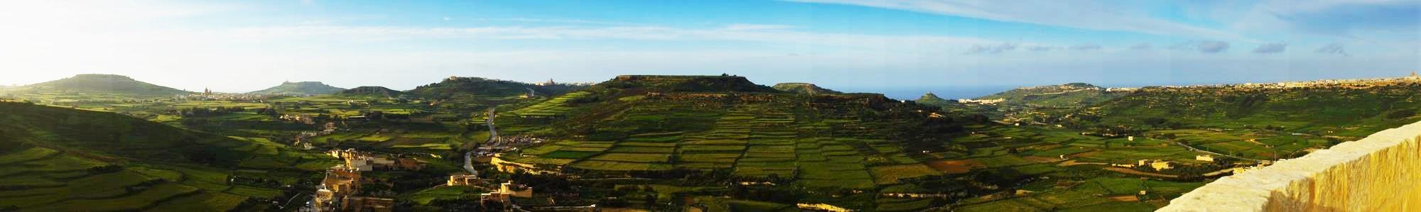 Soczyście zielone Gozo. Panorama z Victoria (Rabat)