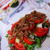 Sałatka z grillowaną piersią kaczą, Cafe Kor, Sas utca 17, Budapest