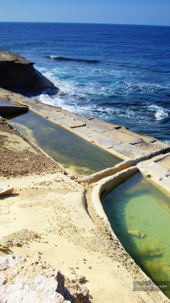 Xwieni Bay, salt pans /Gozo