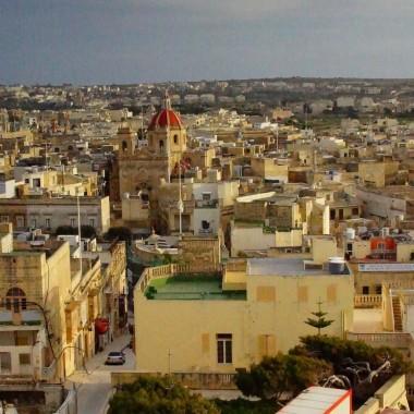 Widok z Il-Kastell na Basilica of St George w Victoria (Rabat) /Gozo