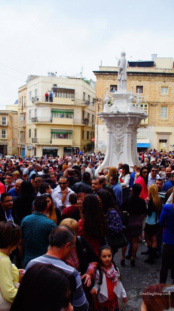 Tłumy na Victory Square (Misraħ ir-Rebħa)