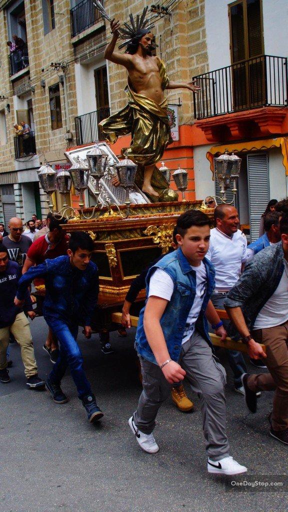 Bieg z rzeźbą Jezusa ulicami Vittoriosy