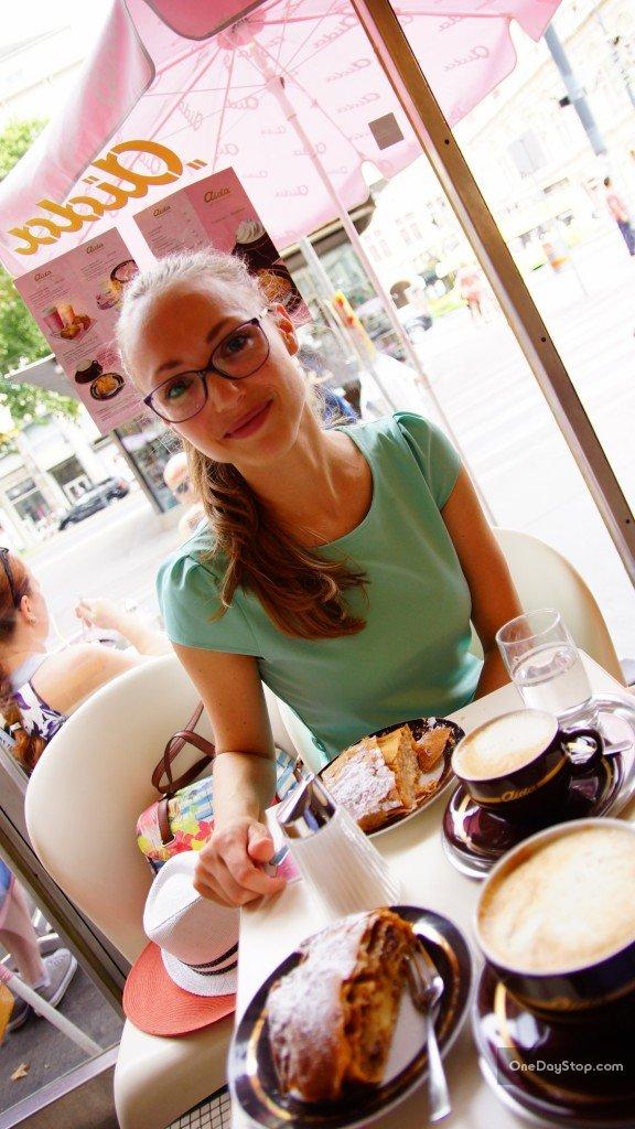 Apfelstrudel w kawiarni Aida, Wiedeń (Vienna)