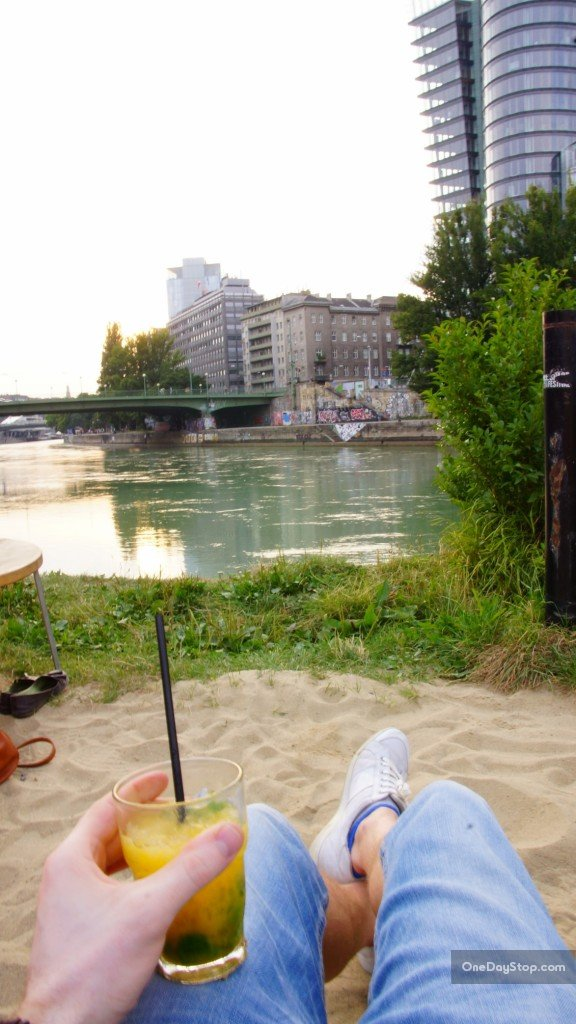 Plaża nad kanałem Dunaju, Wiedeń (Vienna)
