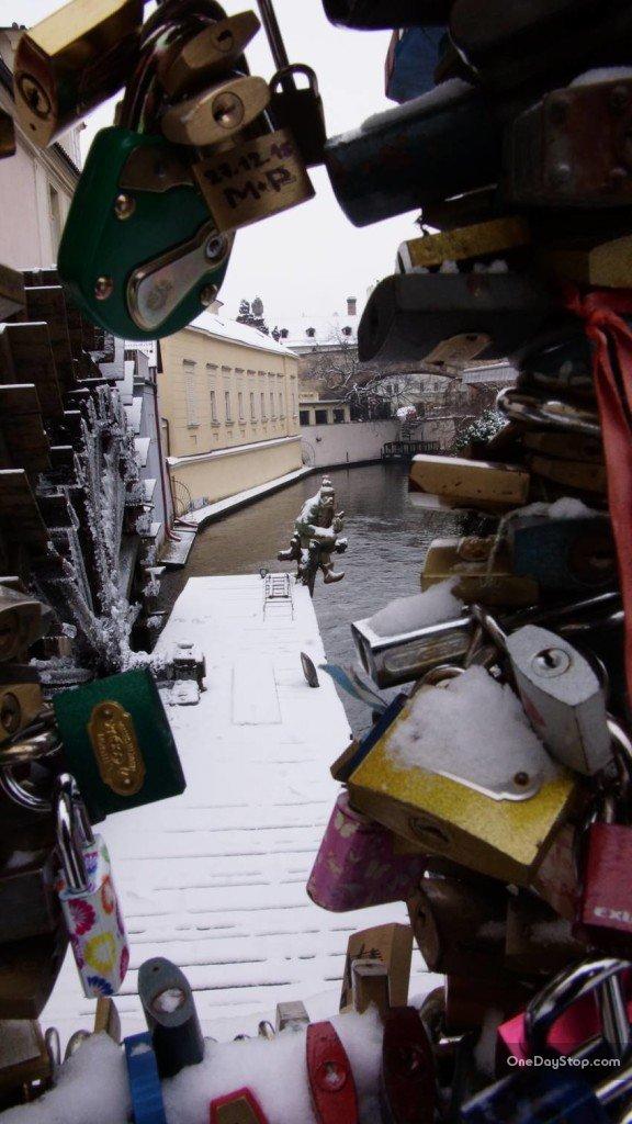 Kłódki przy młynie, Praga