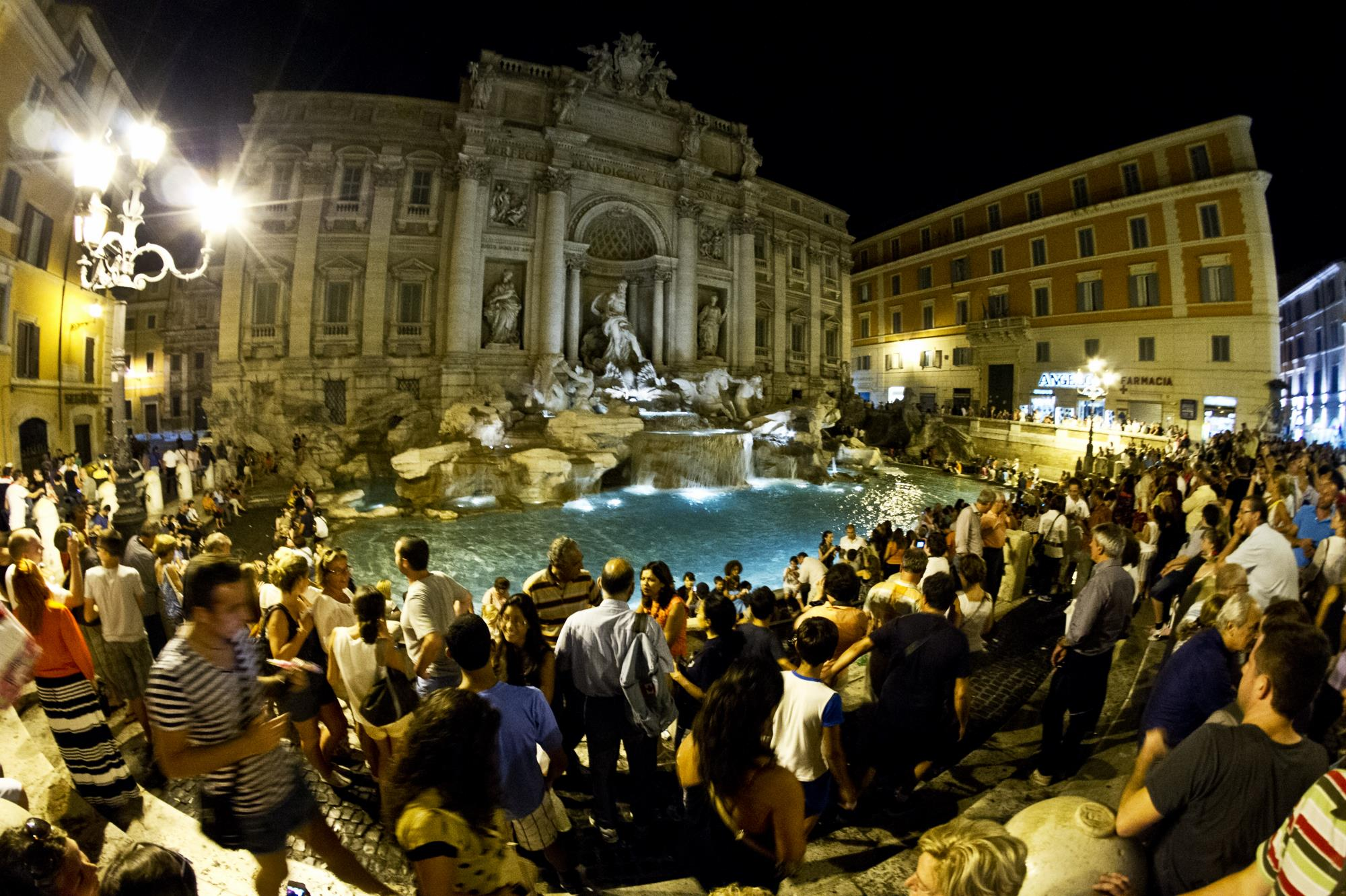 Fontanna di Trevi by night