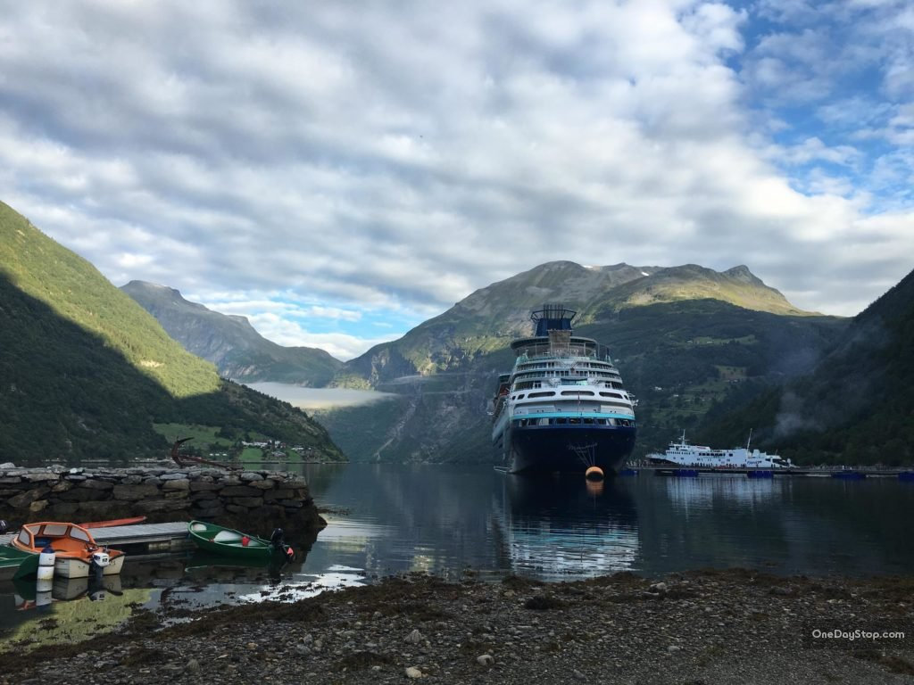 Geiranger - tourist ships