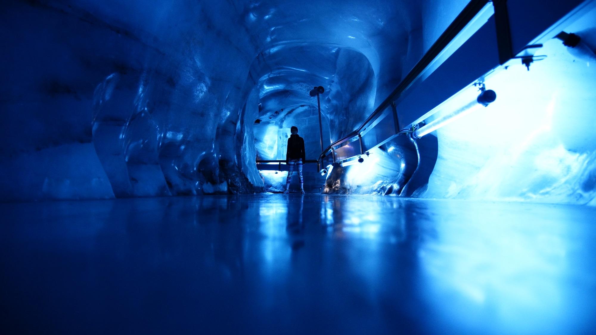 Glacier tunel