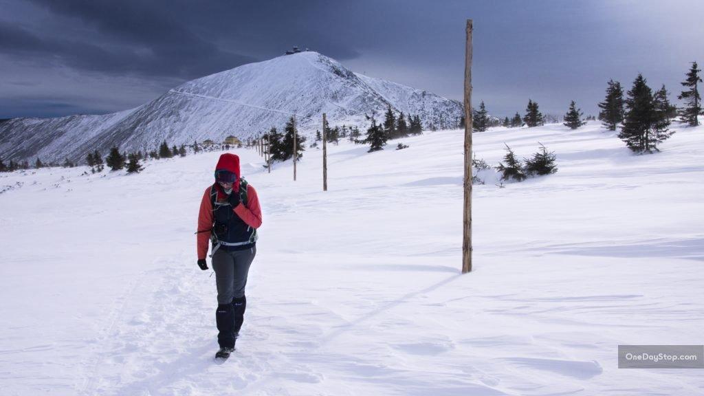 Śnieżka zimą - wiatr