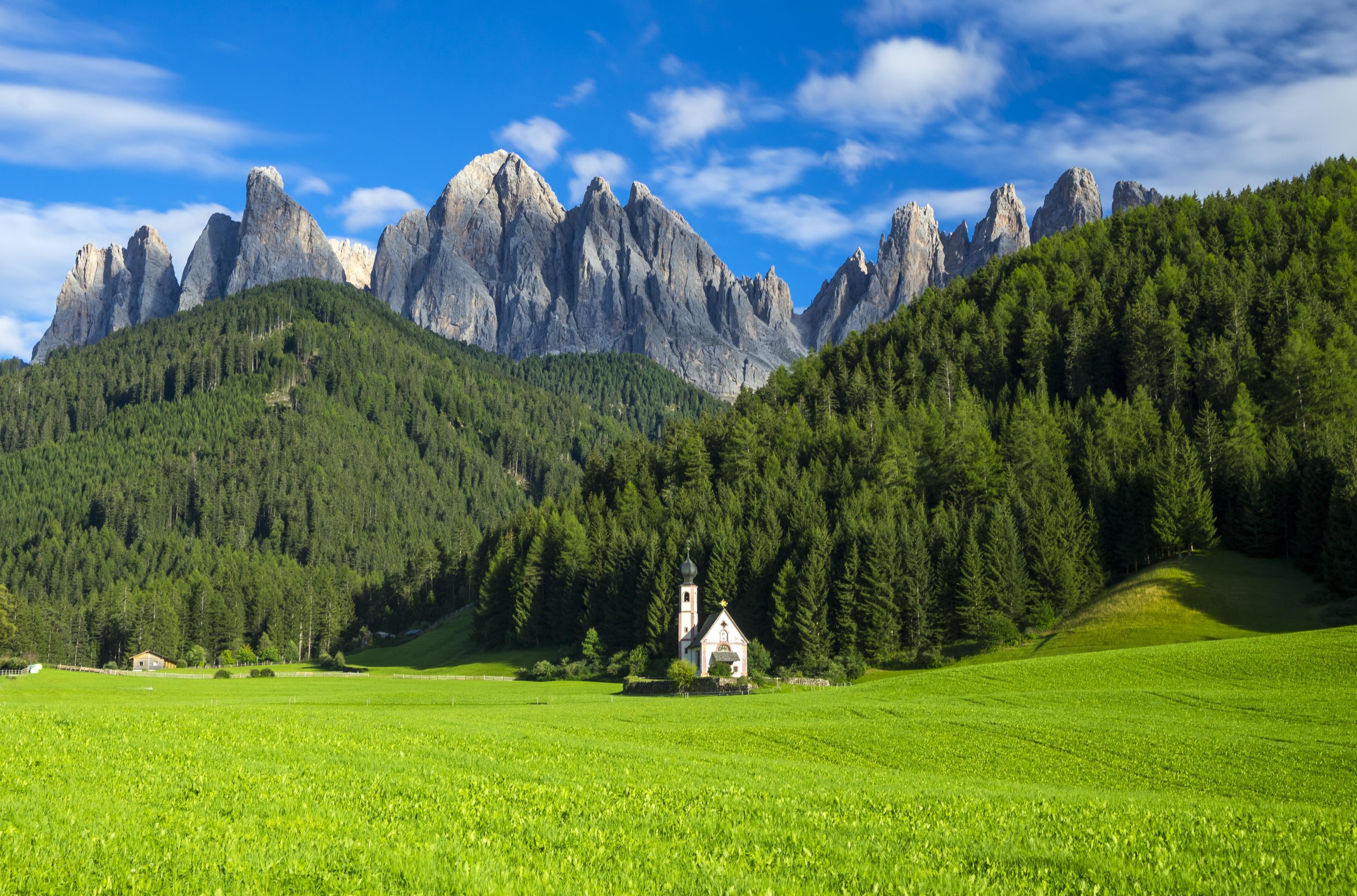 Chiesetta di San Giovanni in Ranui, Dolomites