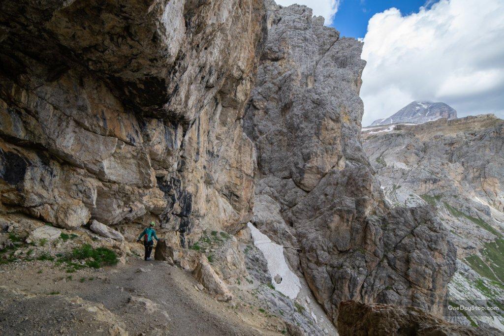 wWyjście z tuneli z i woijny światowej w dolomitach