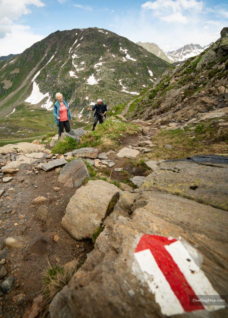Do śródła Renu, Szlak numer 49 w Alpach Szwajcarskich