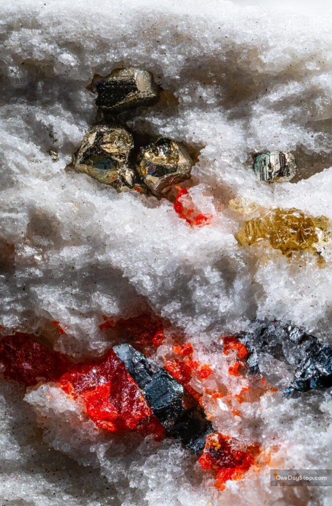 minerały z binntal, szwajcaria - piryt realgar